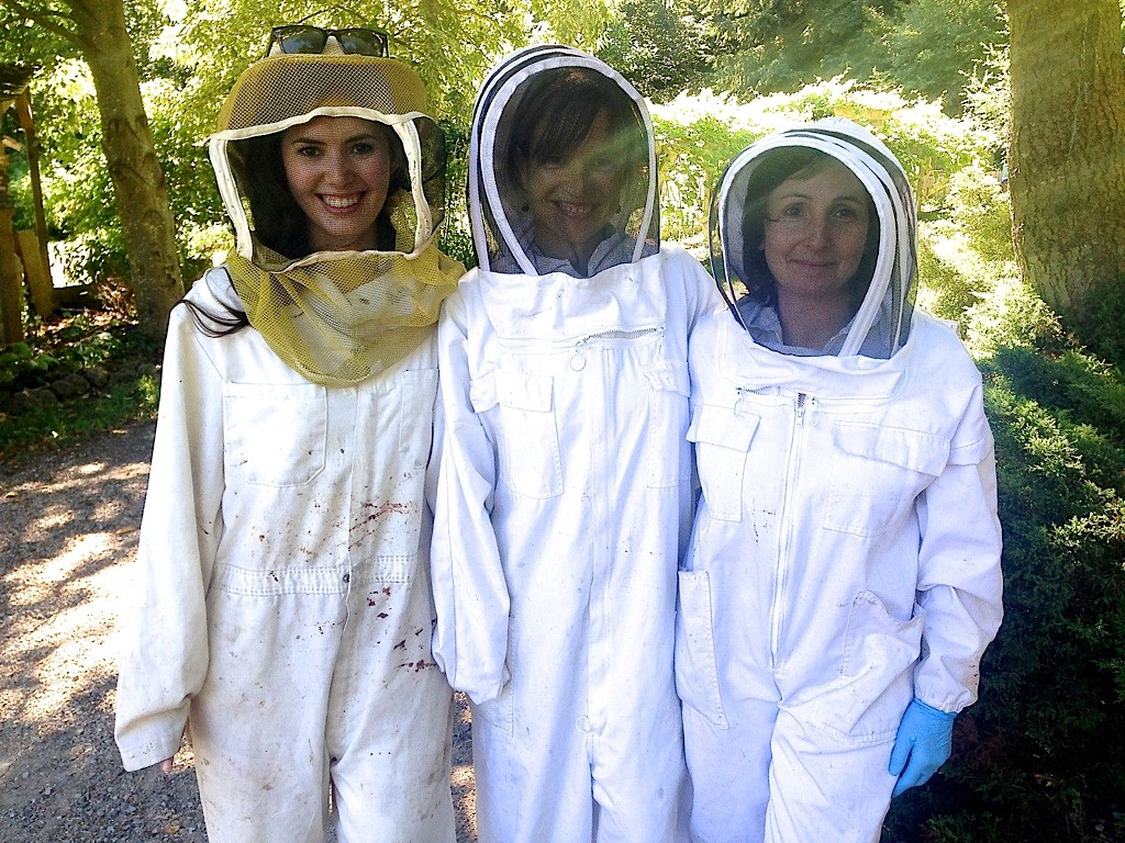 g.e@ubc Team (Andrea Lloyd & Zaira Petruf) and Marta Guarna, Bee IPM